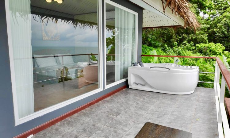 Deluxe Beach Front WIth Jacuzzi